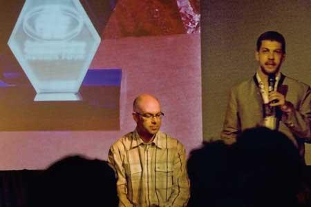 Alexander Soucek hält die Laudatio für Michael Köberl, den Gewinner des Polarsternpreises