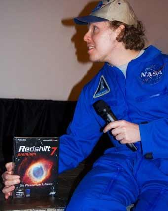 Johannes Grenzfurthner mit dem Hauptgewinn - einem Premiumpaket Redshift 7