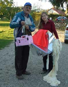 Rudolf Svetec mit dem erfolgreich geborgenen Hemisphärenballon